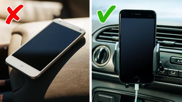 Không để điện thoại lên táp lô ô tô hoặc hộp trước xe máy