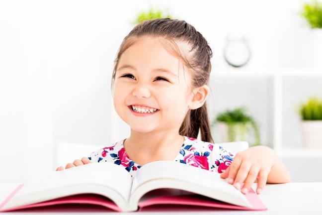 Khuyến khích sự tự chủ của trẻ nhỏ bằng cách thể hiện niềm tin vào khả năng của trẻ