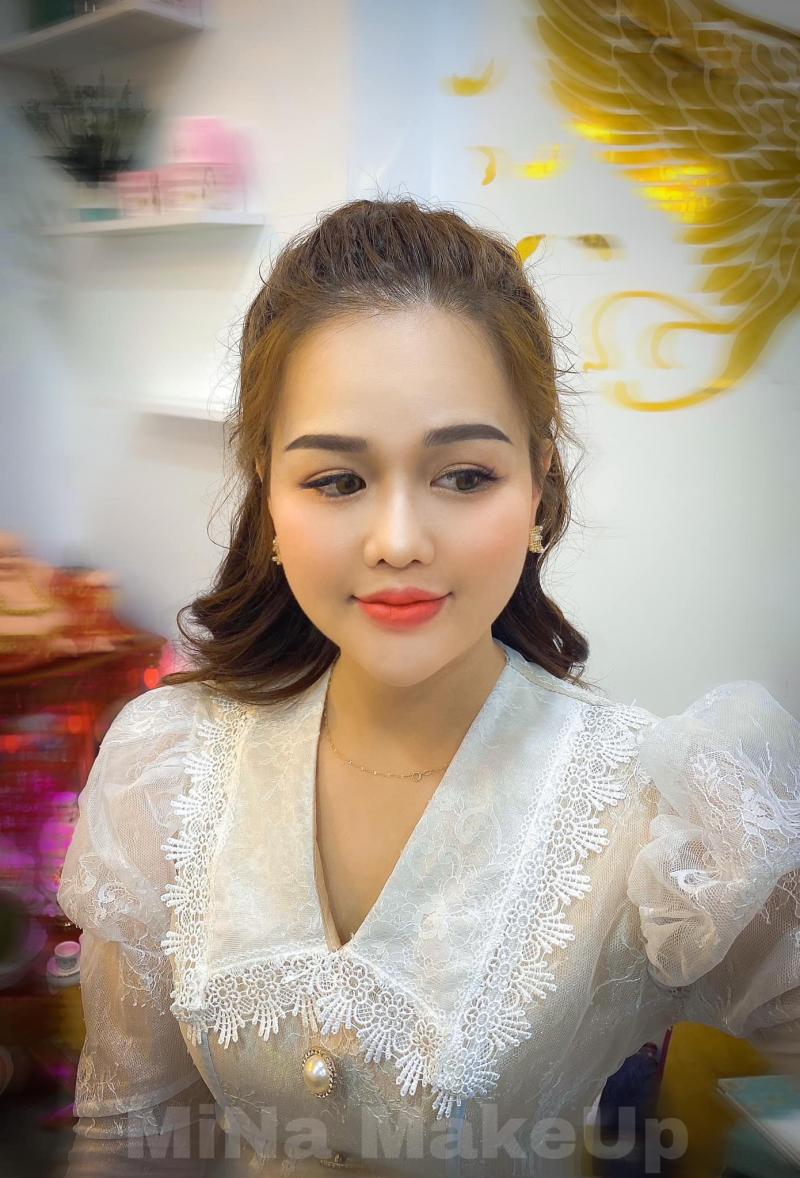 Mi Na Makeup