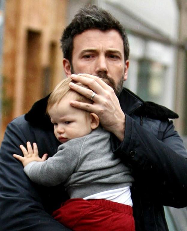 Mức cao và thấp của nội tiết tố có thể dẫn đến chứng trầm cảm, lo lắng khi con chào đời ở nam giới