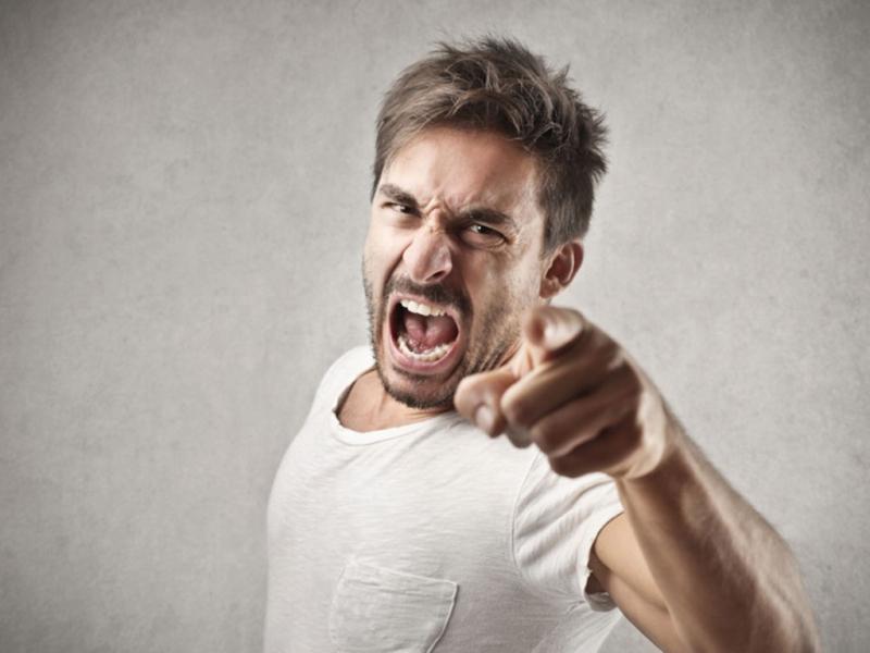Người ấy không thể kiểm soát được những cơn giận nhất thời