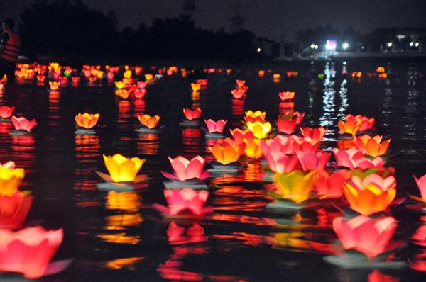 Sài Gòn: Tháng 2 – Đại lễ hoa đăng tết Nguyên Đán