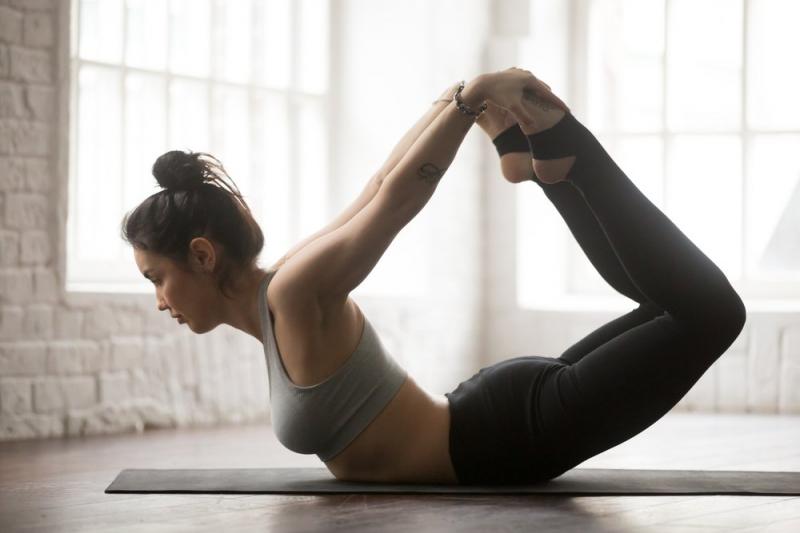 Thử các tư thế yoga khác nhau
