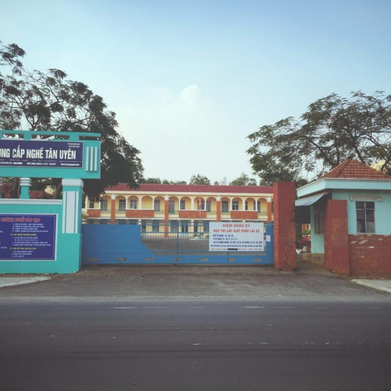 Trường Trung cấp nghề Tân Uyên