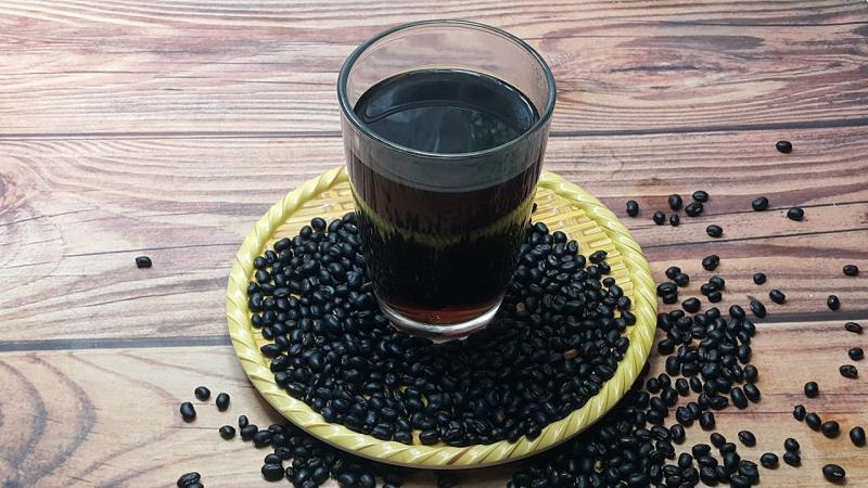 Uống nước đậu đen rang để giảm cân