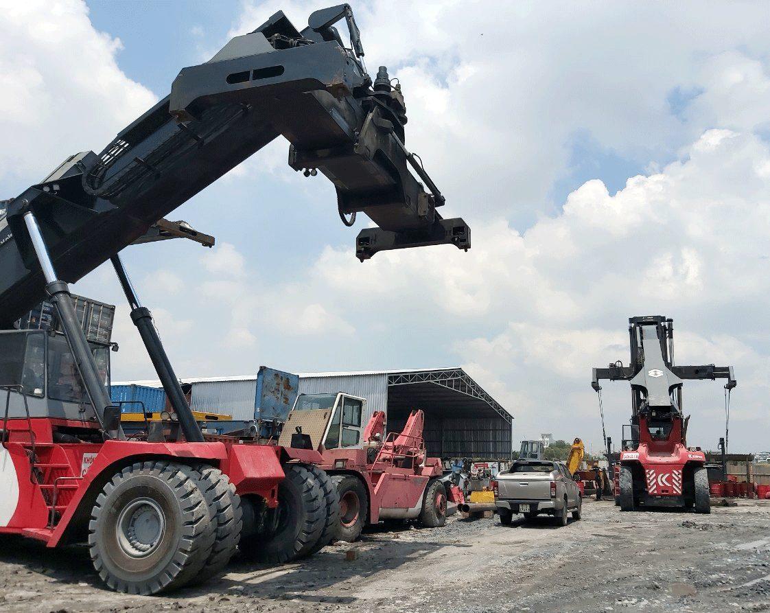 Xe nâng container với tải trọng lớn