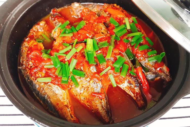 Cách kho cá nục với cà chua