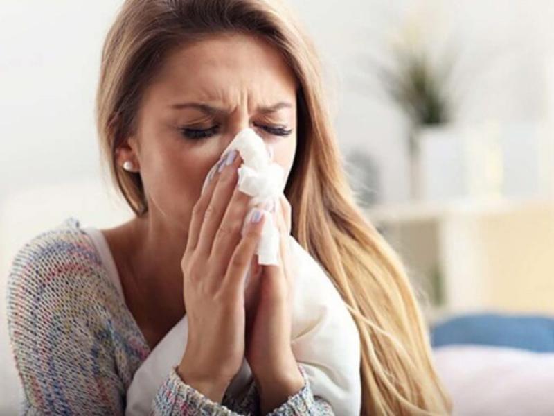 Cách trị nghẹt mũi với khăn hoặc gạc ấm