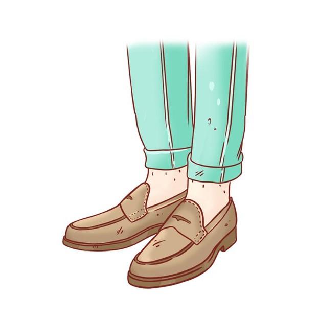 Đi giày kín chân trần