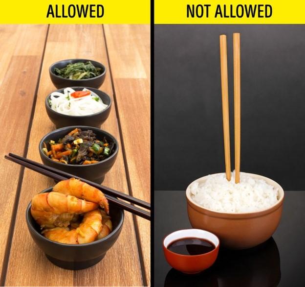 Hãy cẩn thận khi dùng đũa ở Nhật Bản