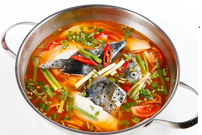 Lẩu đầu cá hồi măng chua
