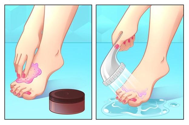 Tẩy tế bào chết cho bàn chân của bạn