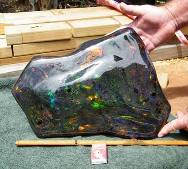 Viên đá opal lớn nhất từ trước đến nay