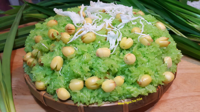 Xôi hạt sen tươi với lá dứa