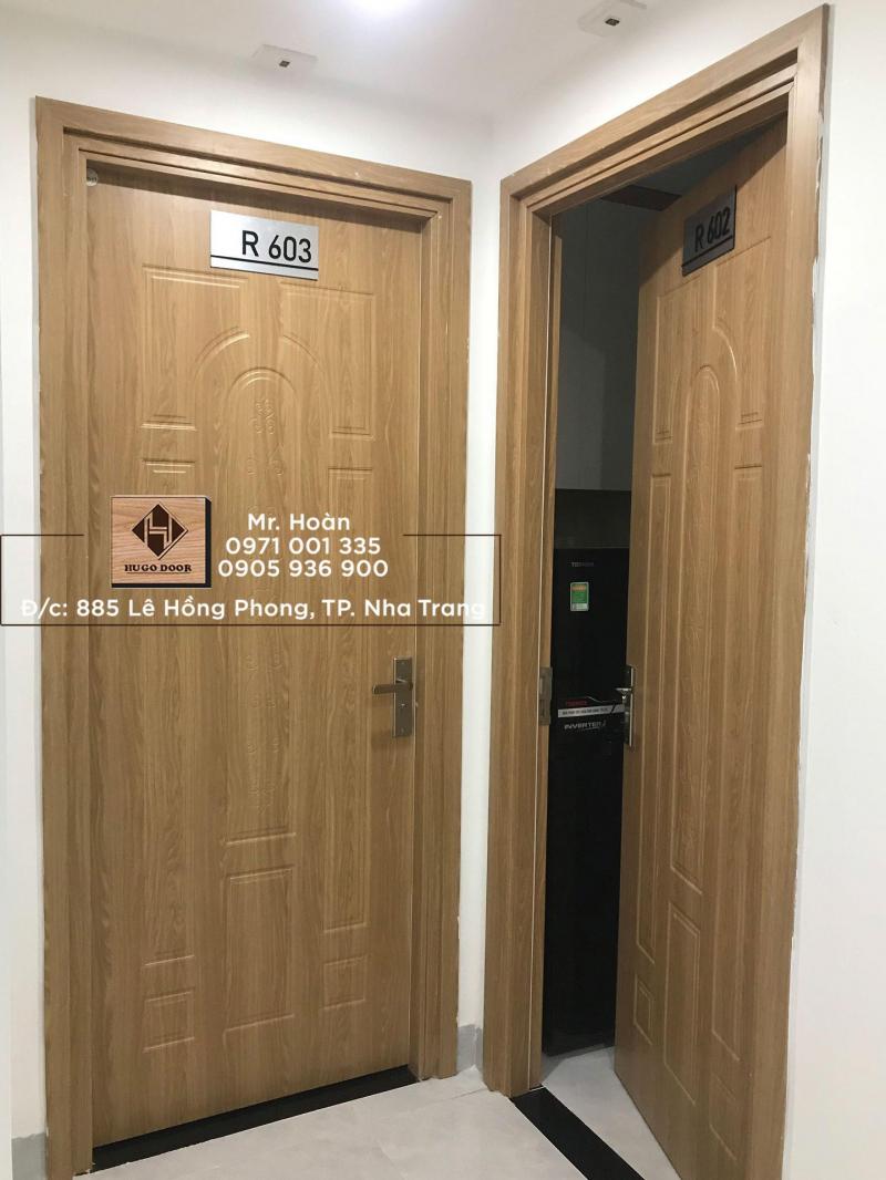 HUGO DOOR