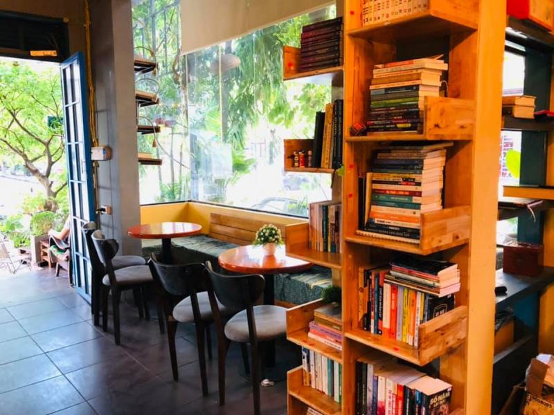 Kiwi Coffee Bookstore
