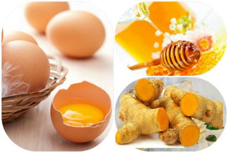 Mặt nạ lòng đỏ trứng gà, mật ong và tinh bột nghệ
