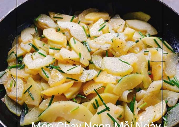 Món đu đủ xanh xào tỏi