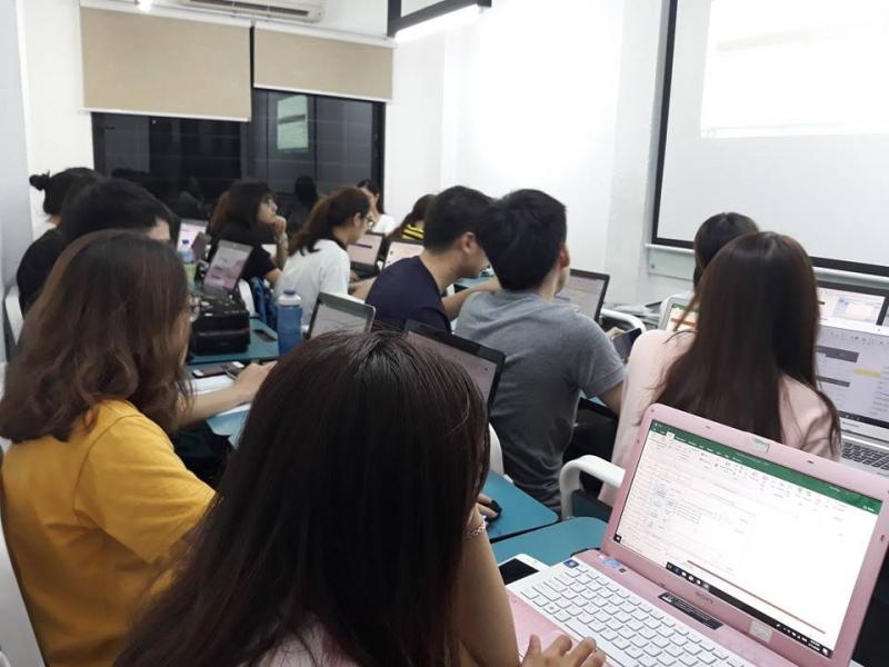 Trung tâm Ngoại ngữ Tin học - Trường Đại học Công nghệ Vạn Xuân