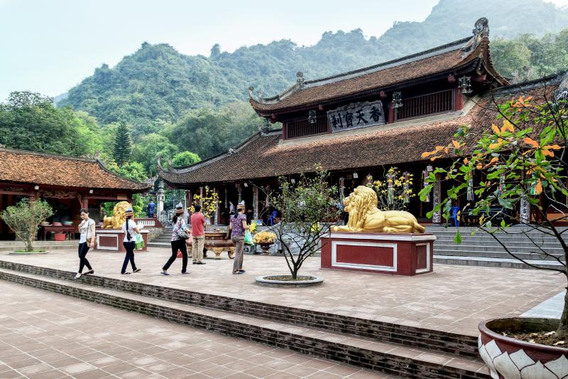 Bài văn thuyết minh về chùa Hương số 7