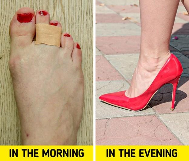 Băng keo cá nhân cũng giúp bạn đỡ đau chân và mệt mỏi hơn khi đi giày cao gót