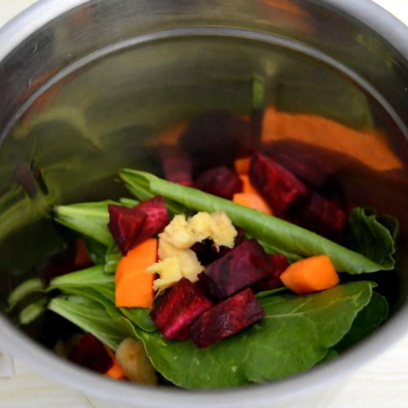 Nước ép rau cải bó xôi, cà rốt và củ dền