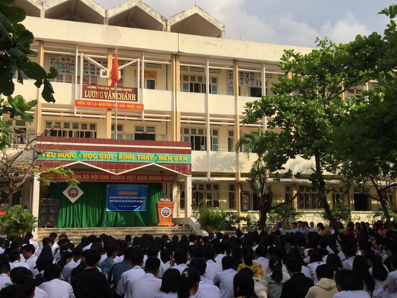 Trường THPT Chuyên Lương Văn Chánh
