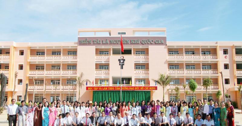 Trường THPT Chuyên Trần Hưng Đạo