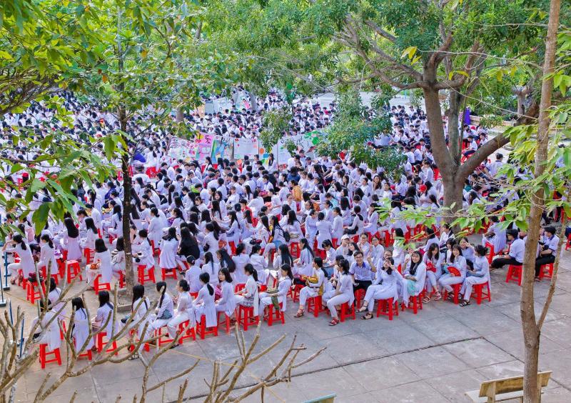 Trường THPT Nguyễn Huệ