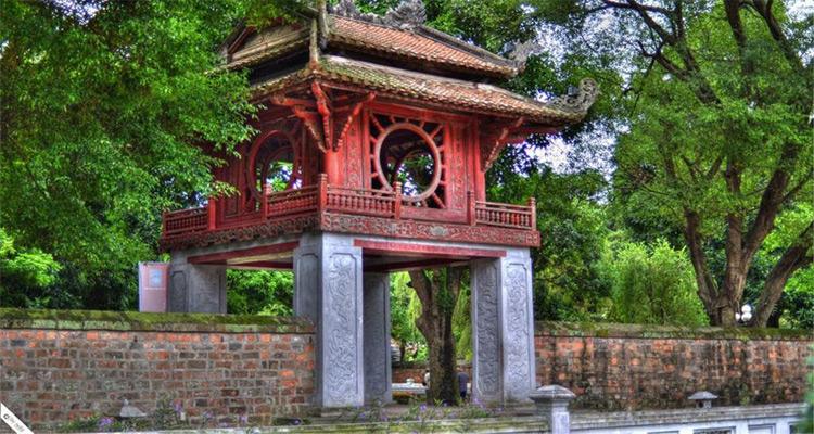 Bài văn thuyết minh về địa điểm du lịch - Văn Miếu Quốc Tử Giám