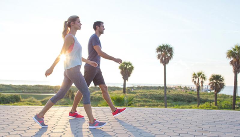 Đi bộ thường xuyên để giải phóng endorphin và chống lại cơn đau