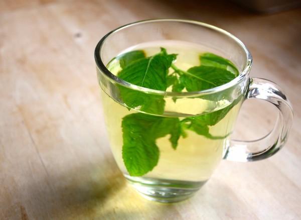 Dùng trà bạc hà để làm dịu cơn đau răng
