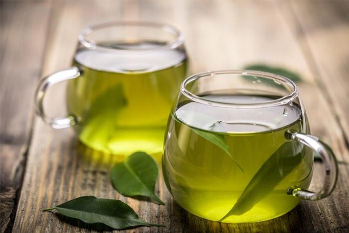 Nhâm nhi tách trà xanh