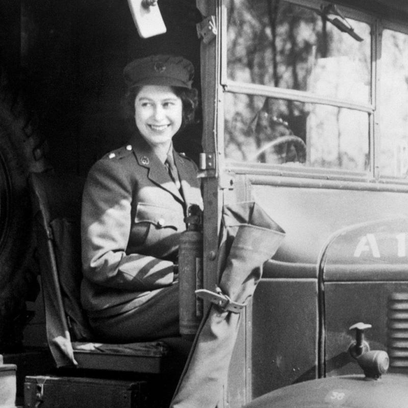 Nữ hoàng Elizabeth là một thợ cơ khí trong Thế chiến thứ hai