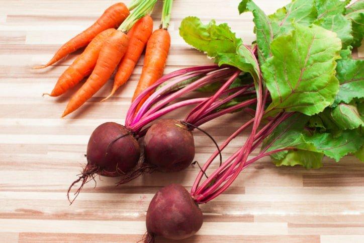 Nước ép củ cải đường kết hợp với táo và cà rốt