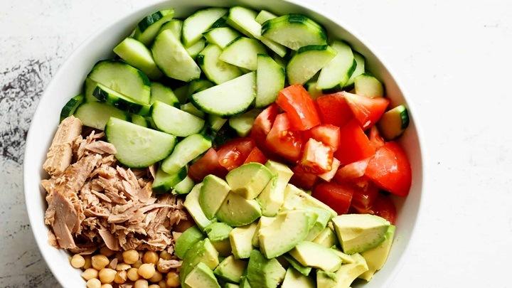 Salad bơ cá ngừ