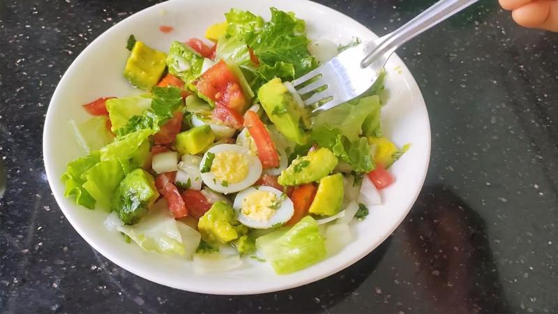 Salad bơ trứng