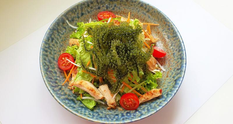 Salad rong nho gà nướng