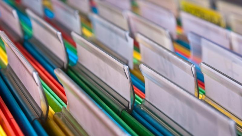 Sắp xếp hồ sơ, tài liệu