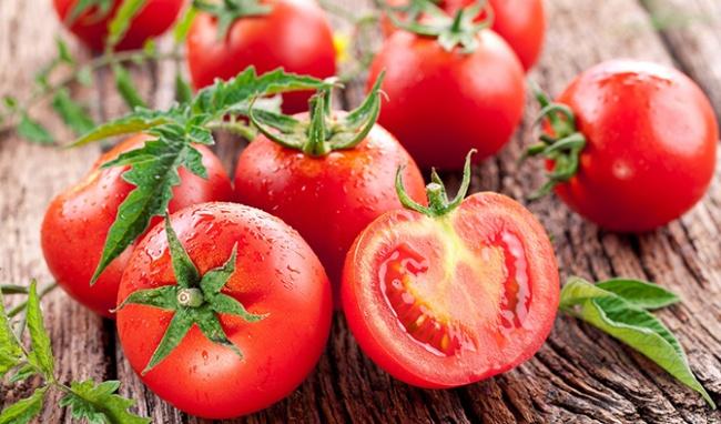 Sinh tố cà chua, chuối, bơ và dâu