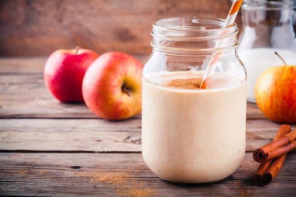 Sinh tố táo bị cắn với sữa chua