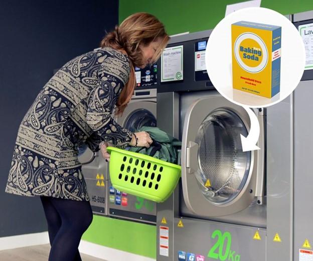 Thêm baking soda vào máy giặt
