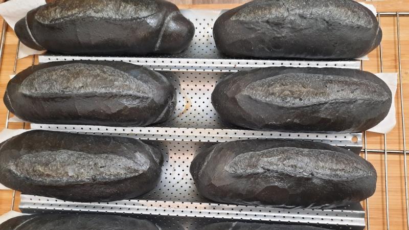 Bánh mì tinh than tre
