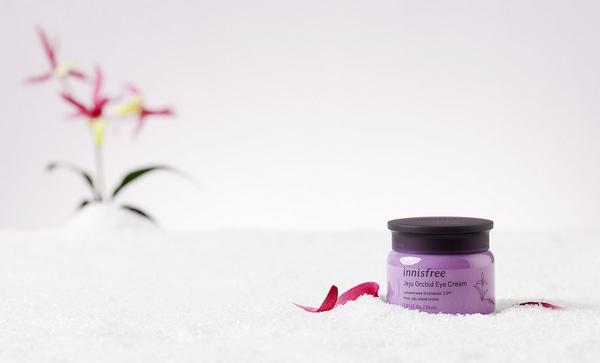 Kem dưỡng da quanh mắt chống lão hóa hoa lan tím innisfree Jeju Orchid Eye Cream 30ml